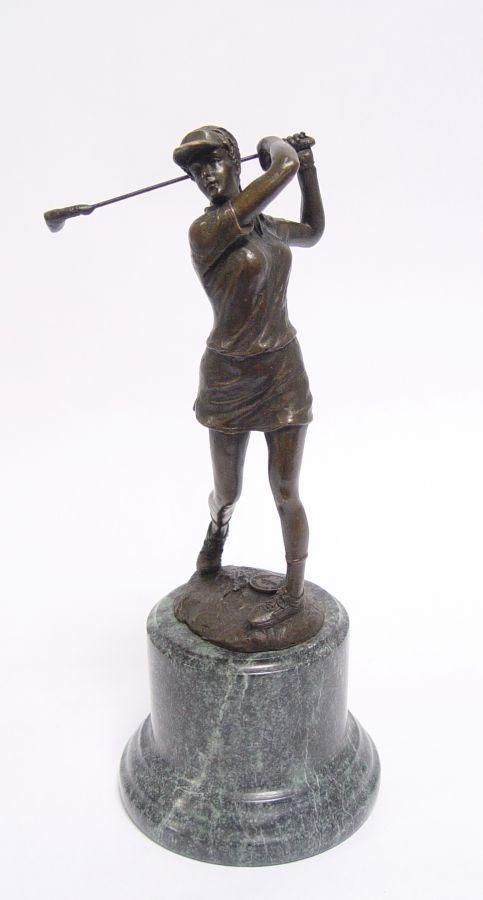 Бронзовая статуя гольфистки BrokInCZ