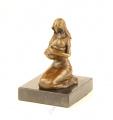 Бронзовая статуэтка - Мама с ребёнком