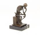 Бронзовая статуя задумчевого скелета BrokInCZ