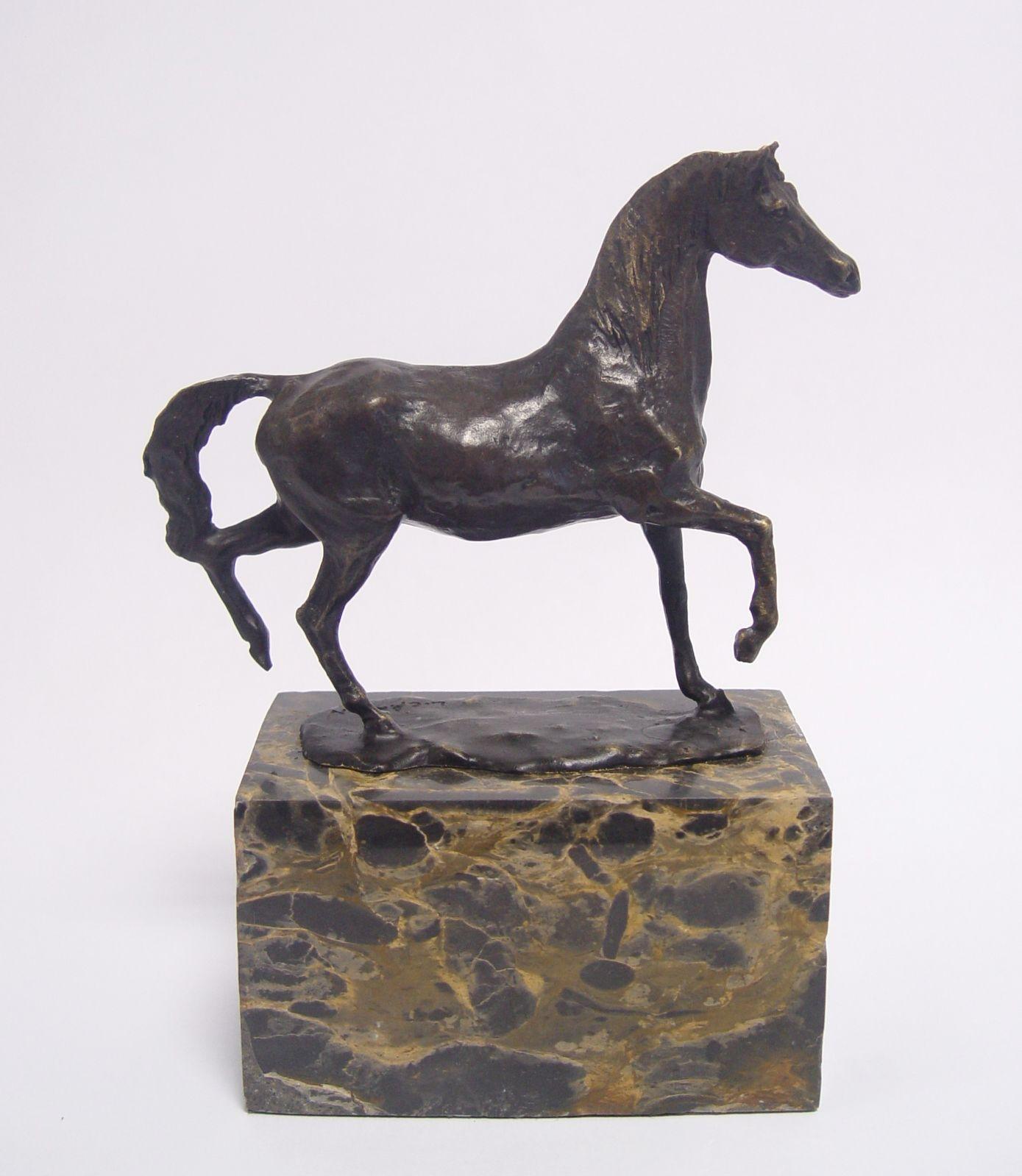 Бронзовая статуэтка коня BrokInCZ