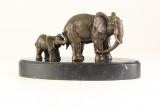 Бронзовая статуэтка - Слониха со слонёнком
