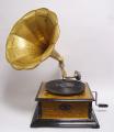 Ретро  граммофон квадратной формы