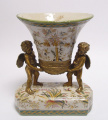 Фарфоровая ваза с ангелами
