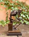 Статуя задумчивого скелета BrokInCZ