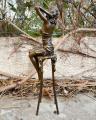 Статуя девушки на барном стуле из бронзы