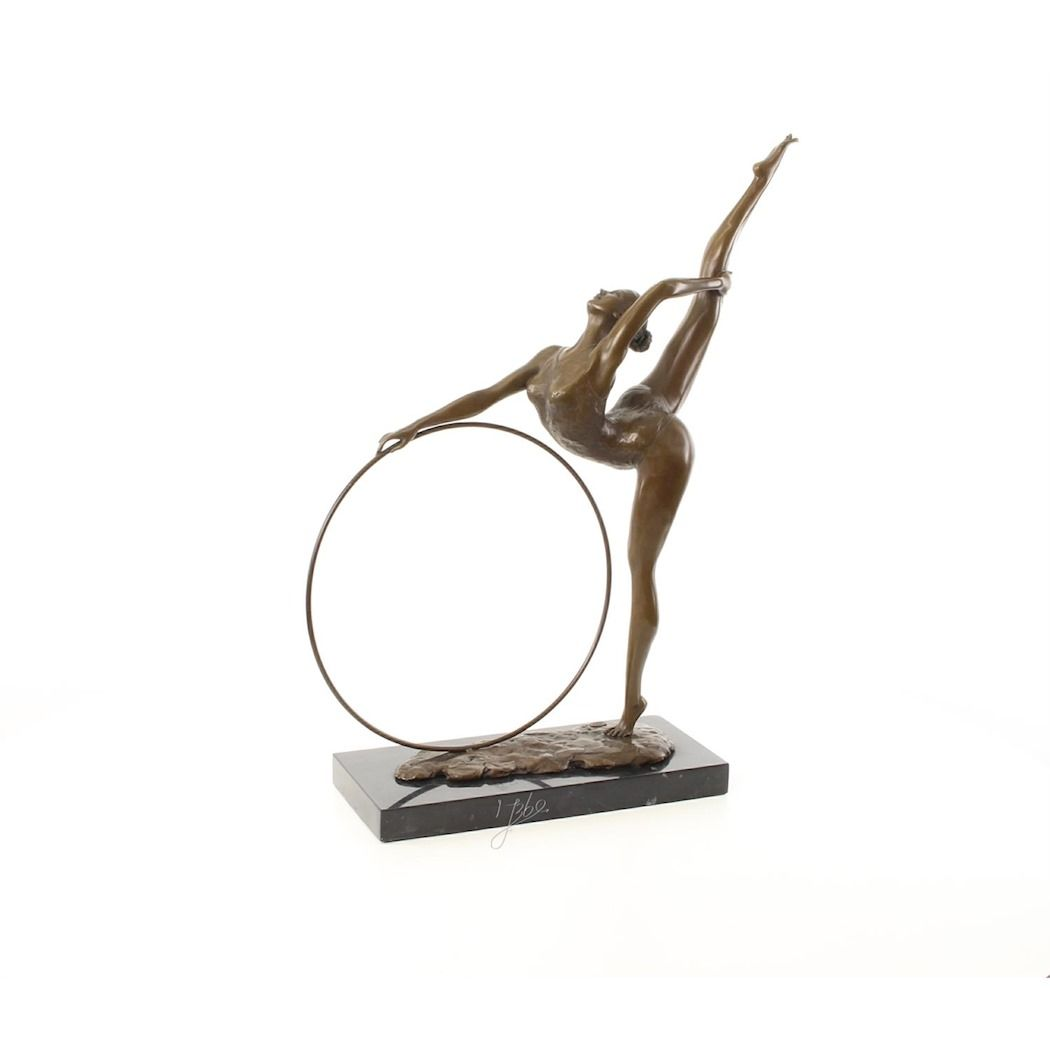 Статуя гимнастки с обручем из бронзы