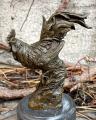 Статуя петуха из бронзы