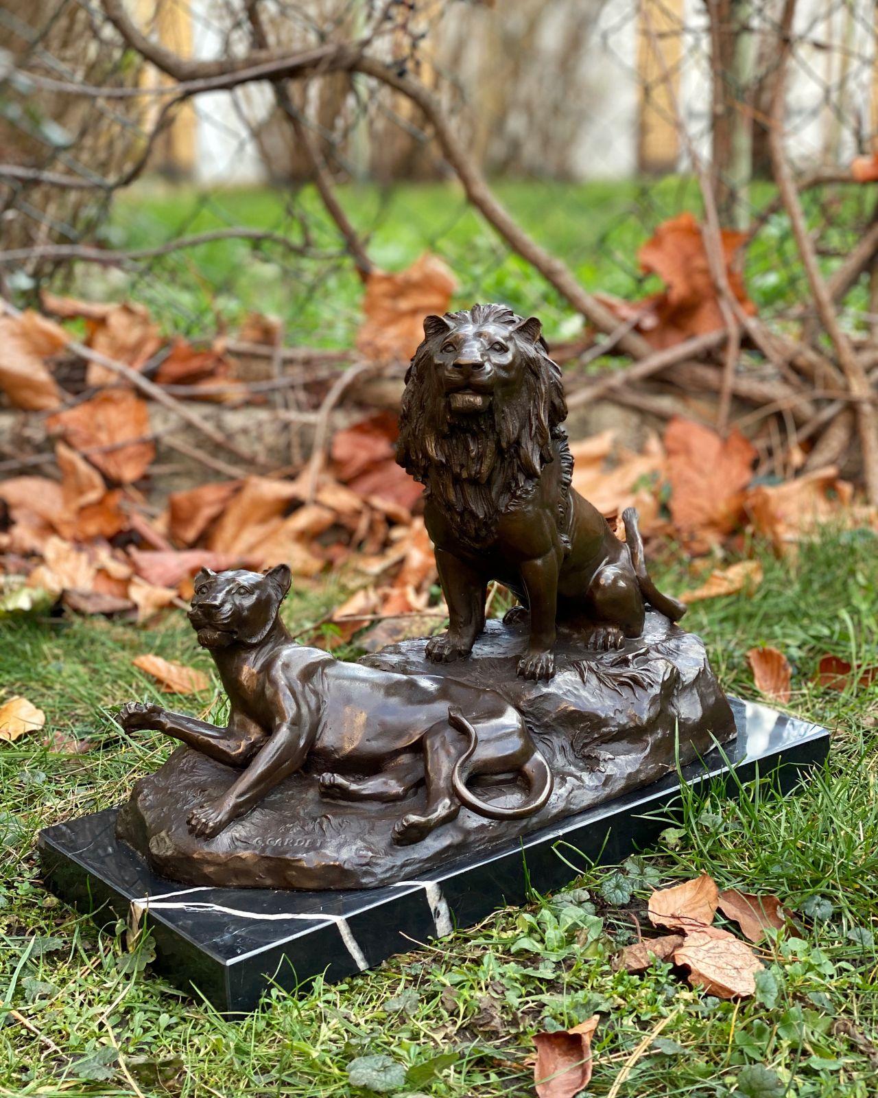 Большая скульптура Льва и львицы из бронзы