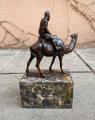 Статуя верблюда и всадника из бронзы