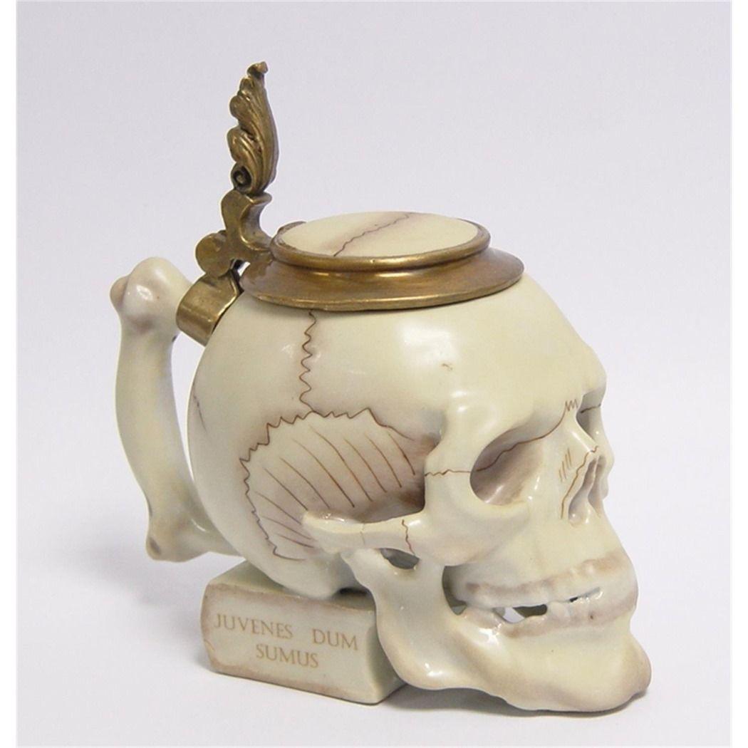 Фарфоровый череп с бронзовым декором